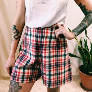 Cute vintage plaid shorts❣️
